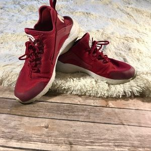 Red Nike huaruche running athletic air max shoes